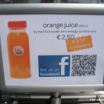 "Foto des Schildes ""First zero-emission juice bar ever!"""