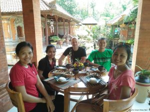 Mambal-lunch-cycling-fun-bali-green-destinationasia