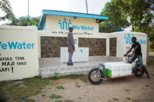 wassertransport-E-Cargobike-greenpack-akku-kenia